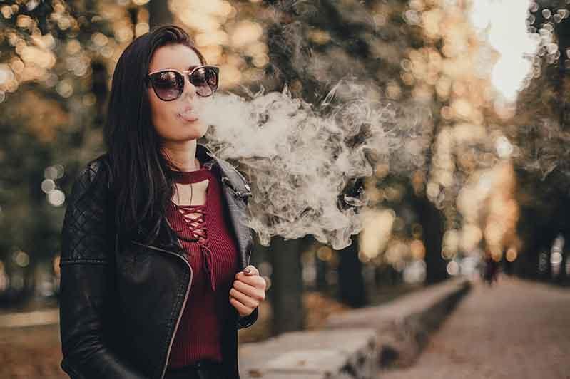 2020-11-24 | E-Zigarette dampfen in der Öffentlichkeit